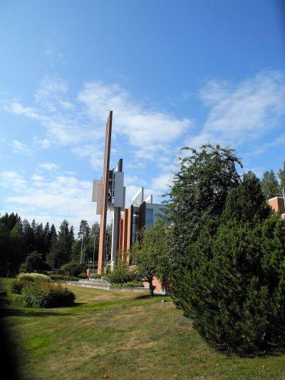 Schöne moderne Kirche St. Johannis in Kuopio